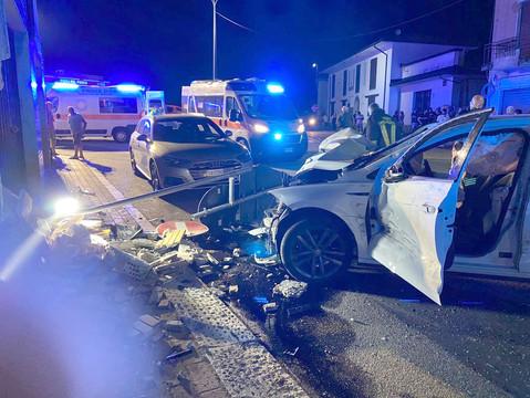 Valle: l'auto si schianta contro il muro, 23enne in rianimazione