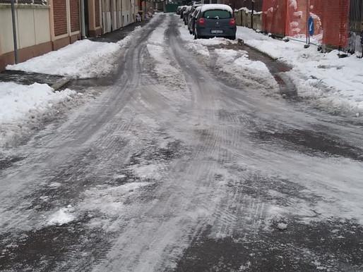 Mortara sottozero: ghiaccio su strade e marciapiedi