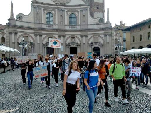 Vigevano: domani ambientalisti in piazza con un Deca per cambiare il clima