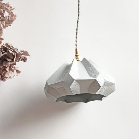 lampe design papier baladeuse gisèle.jpg