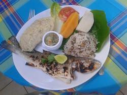 Une belle assiette de poisson grillé