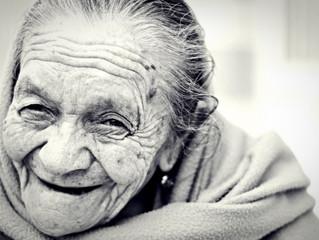 女性は男性より老けて見えやすい!?
