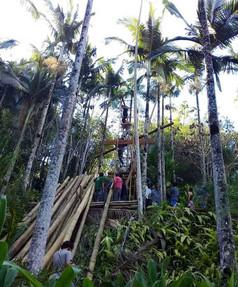 CONSTRUÇÃO DA TORRE ESPIRAL DE BAMBÚ NO TIBÁ RIO