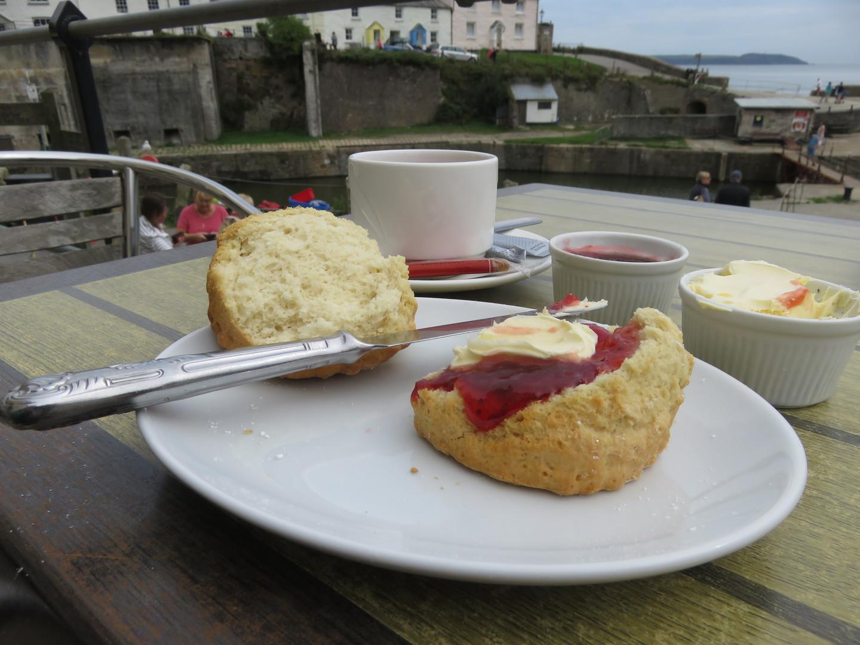 Even an Artist Must Eat! Creamed Tea. Yu