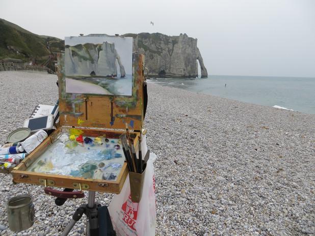 Jan Jewell painting at Etretat, France