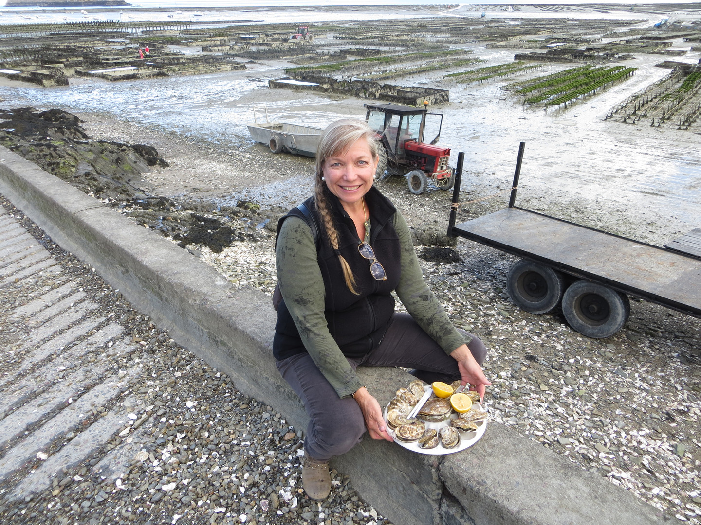 Jan Jewell and oysters in Cancale, Franc