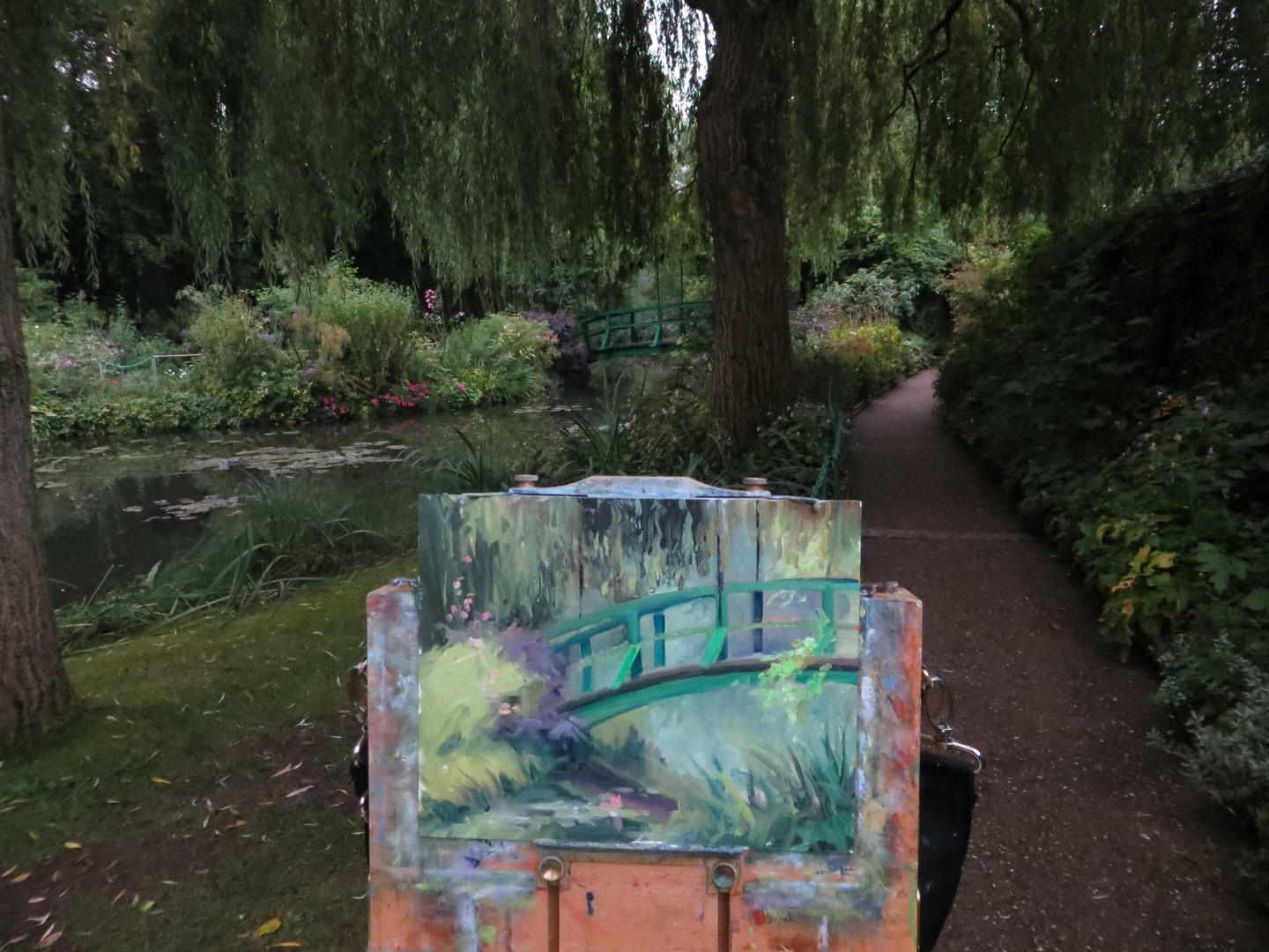 Jan Jewell painting at Giverney, France