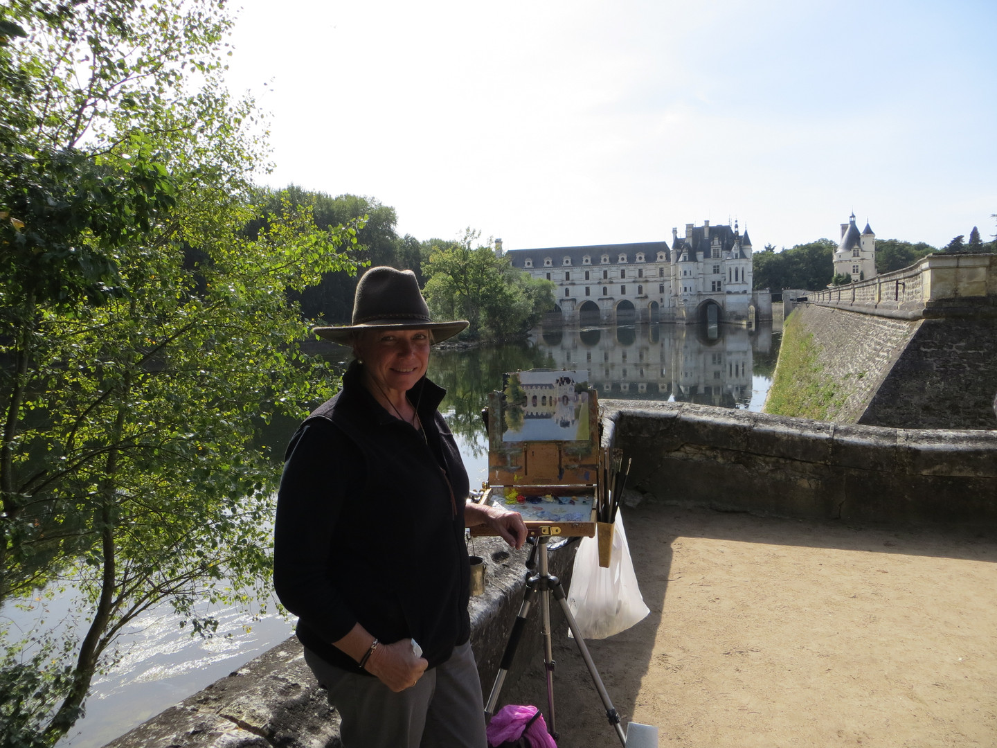 Jan Jewell painting in the Loire Valley,