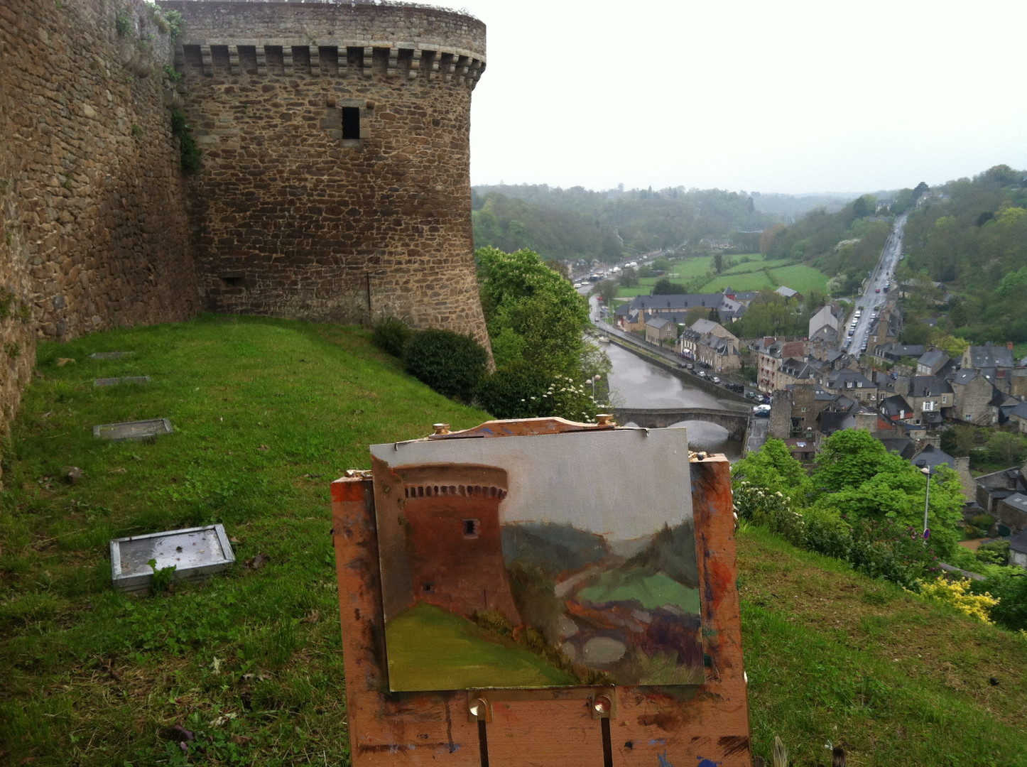 Jan Jewell painting in Dinan, France