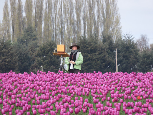 Jan Jewell painting in the Tulip Fields