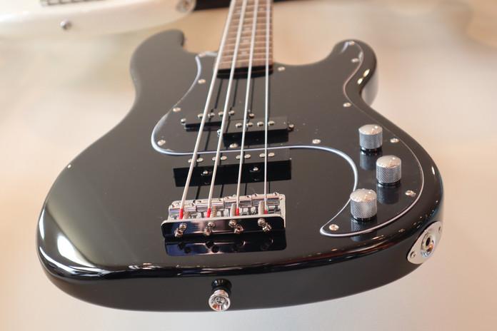 Bass Guitars Chasing Sound