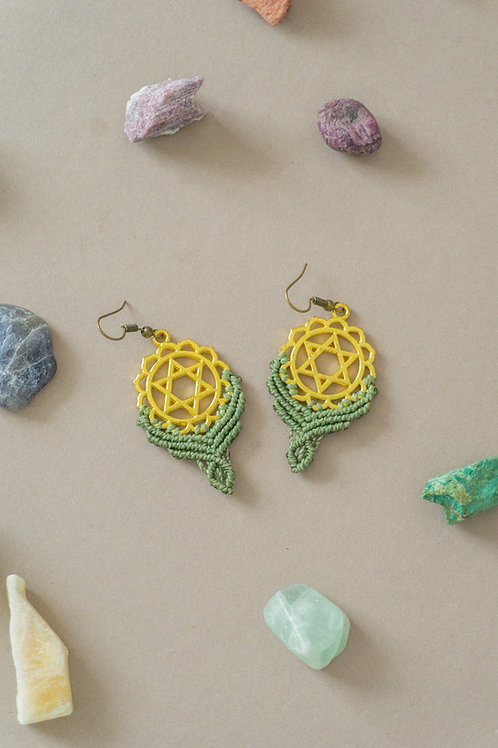 Cercei macrame verde army + pandantiv chakra inimii