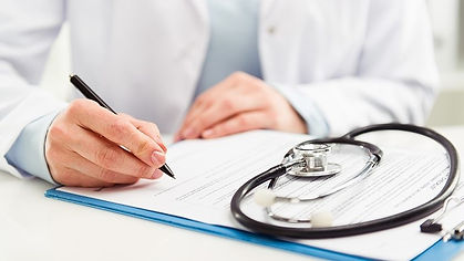 image_2018_08_doctor_with_clipboard-adob