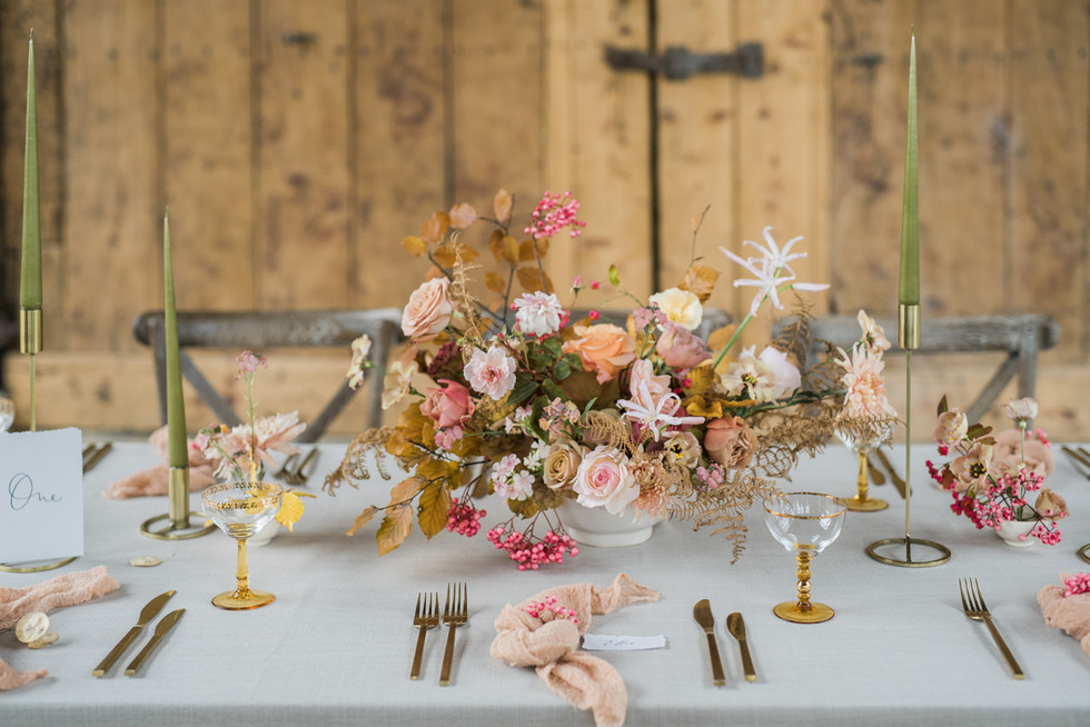 14-Elegant-Autumn-Wedding-Flowers-Decor-