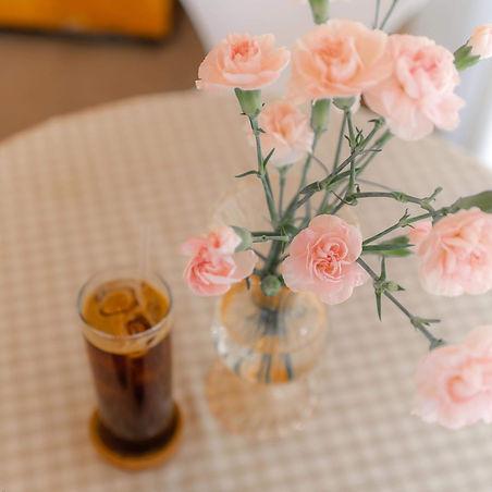 carnation-flowers-coffee-shop-the-rose-cafe-unsplash.jpg