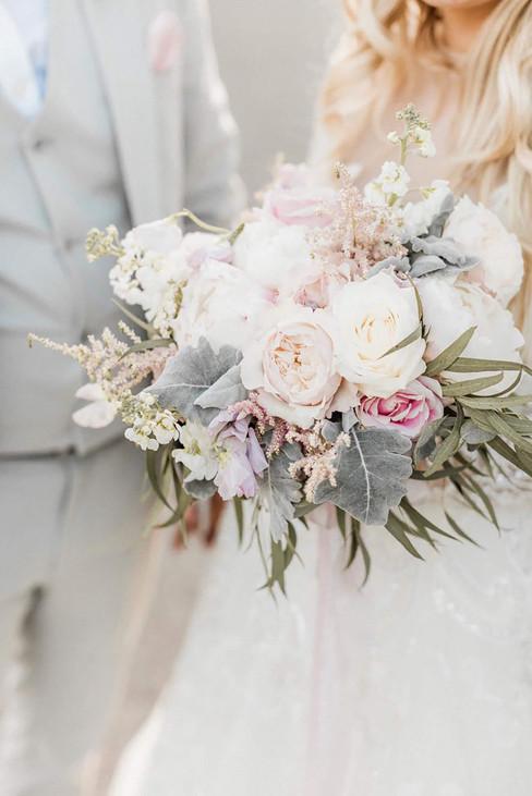 emma-norton-flowers-wedding-naomi-kenton-photography.jpg