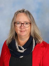 Miss Jennifer Axtens