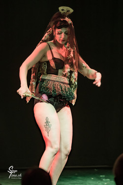 Miss_Harley_Queen___Burlesque_Show_au__C