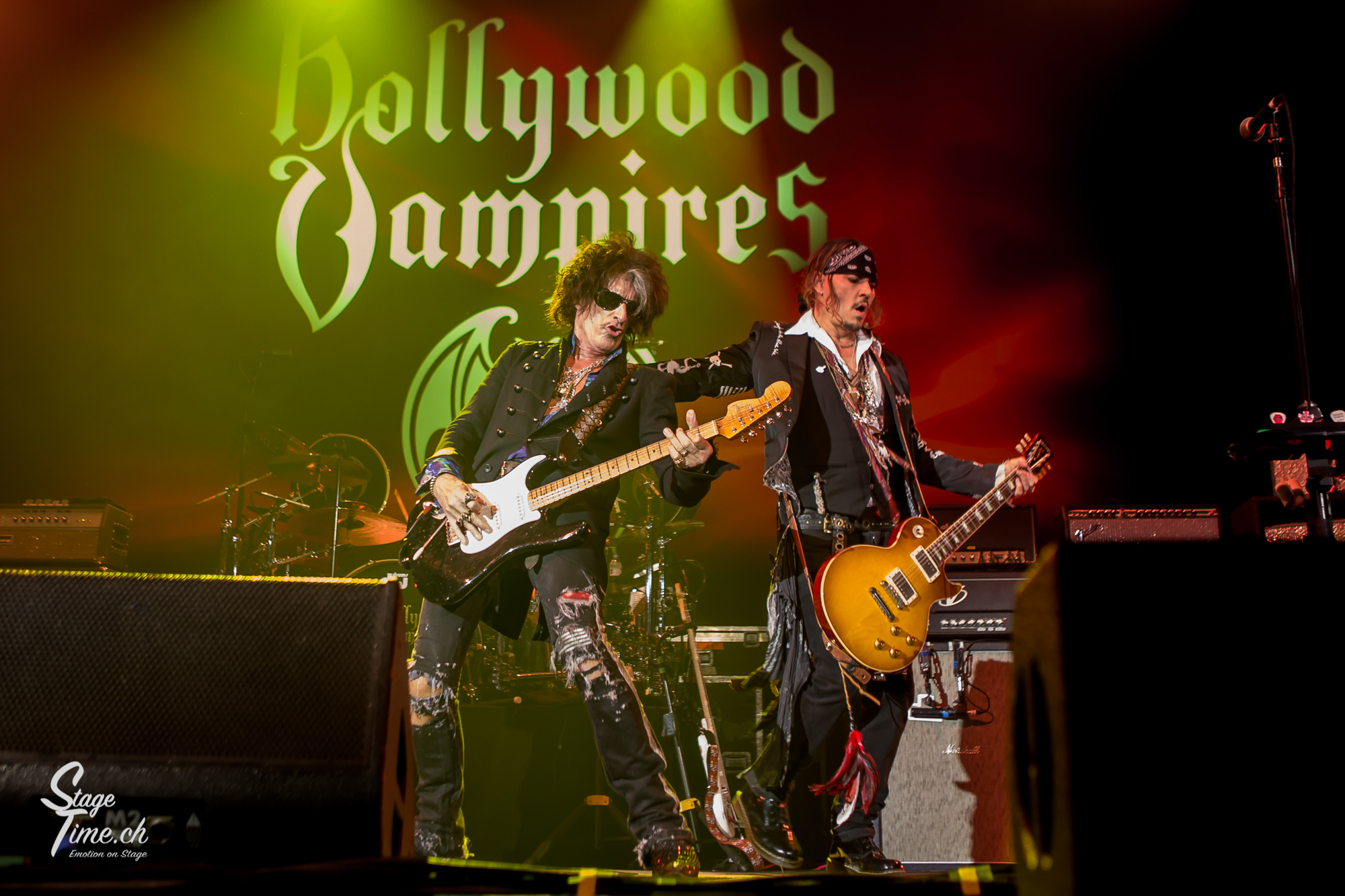 V.l.n.r.-_Joe_Perry_&Johnny_Depp___Hollywood_Vampires