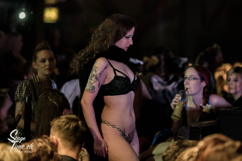 Minouche_von_Marabou_Akt_5___Zurich_Burlesque_Festival