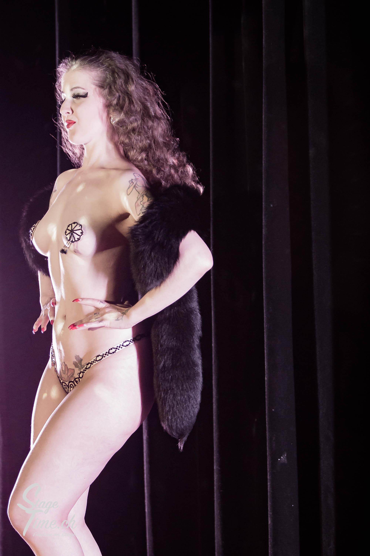 Minouche_von_Marabou_Akt_5___Zurich_Burlesque_Festival-7