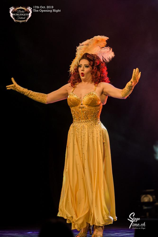 Lucy_Lovegun_The_Opening_Night_©Stagetim