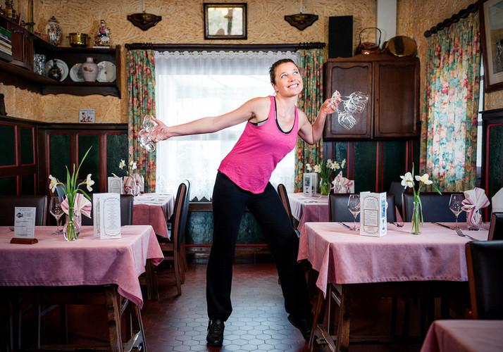 Emilie Vernaelde - Le Pont Tournant Serveuse / Danseuse de Zumba.