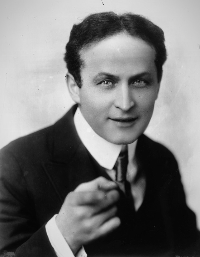 harry houdini bio Harry houdini (born erik weisz, later ehrich weiss or harry weiss march 24, 1874 – october 31, 1926) was a hungarian-american illusionist and stunt performer, noted for his sensational escape acts.