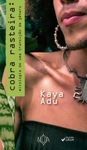 Em Cobra Rasteira, Kaya Adu propõe um percurso poético-mitológico, a partir da imagem do ouroboros, para sua própria transição de gênero. Trata-se de construções verbo-visuais que dão ritmo cênico ao descascar da pele de cobra e ao que dela pode nascer. Entendendo a poesia como uma arma para amar, Kaya compõe a partir de marcadores cotidianos - dos sentimentos de uma travesti às constantes disputas narrativas por autonomeação.