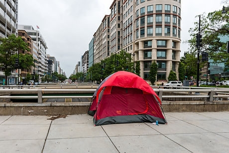 homeless-persons-tent-in-the-city-on-the