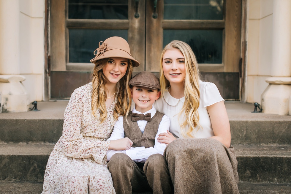 children-outdoors-siblings-downtownabby