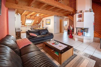 Top Angebot: Grosszügige Maisonette-Wohnung inklusive 2 Einstellplätze zum attraktiven Preis!