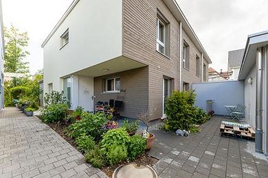 Neuwertiges Doppeleinfamilienhaus mit Doppelgarage
