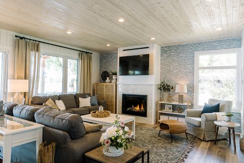 VHR102_livingroom_(8of32).jpg