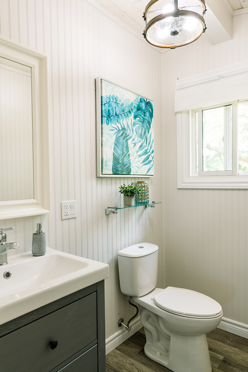 VHR102_bathroomtwo_(2of4).jpg