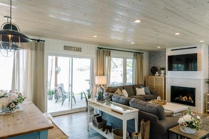VHR102_livingroom_(2of32).jpg