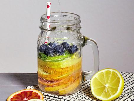 Regenbogen-Limo. Unser gesundes, erfrischendes Detox Getränk.