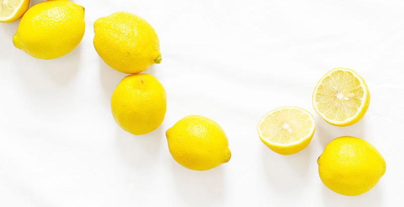 A controvérsia da água MORNA com mel e limão