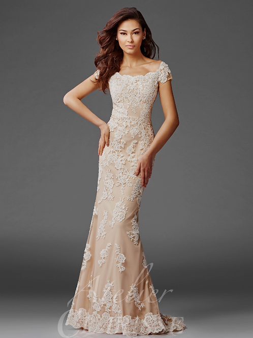 Lace-layered Short-sleeved Gown with Scalloped Detail