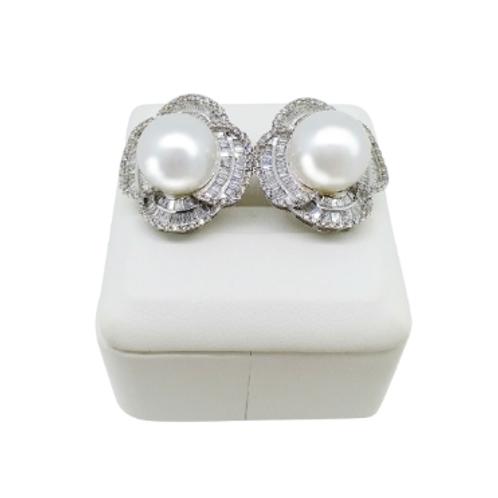 The Wow Factor 18k Pearl Diamond Earrings