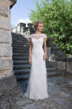 Lace Applique Tulle Sheath Bridal Gown