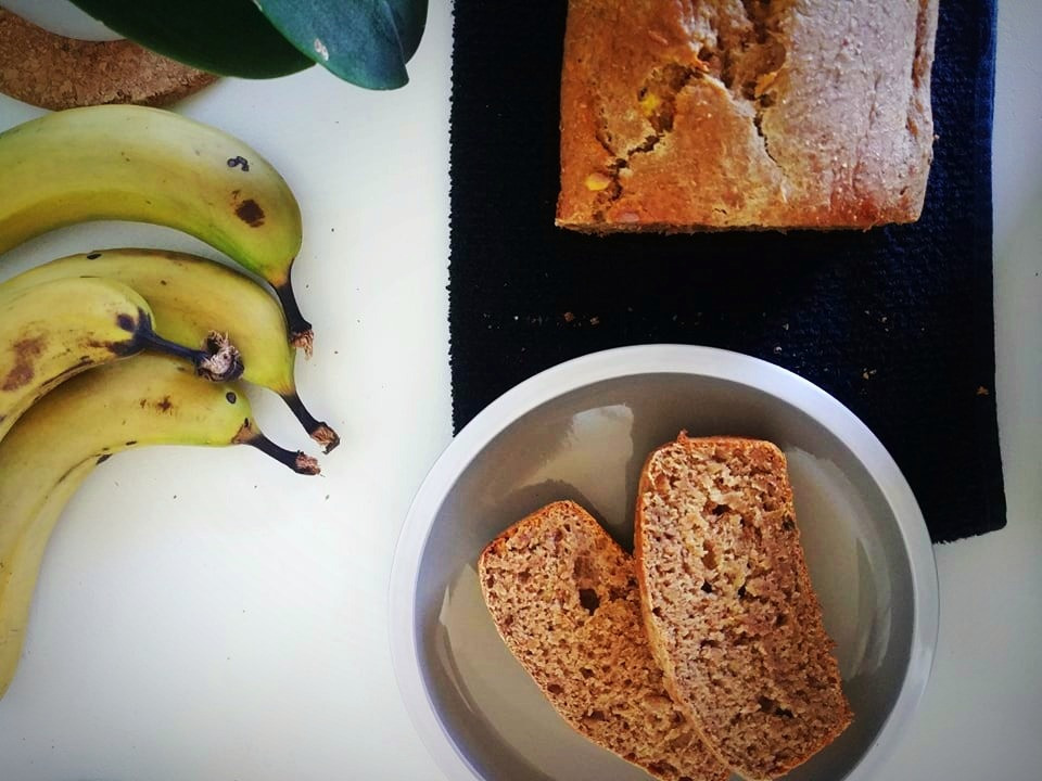 Homemade vegan banana bread loaf and slices