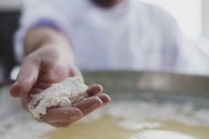 Produção de queijo branco