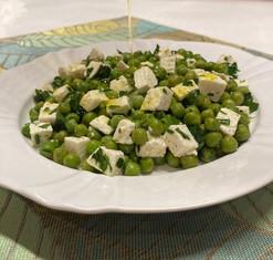 Salada de ervilha com queijo branco