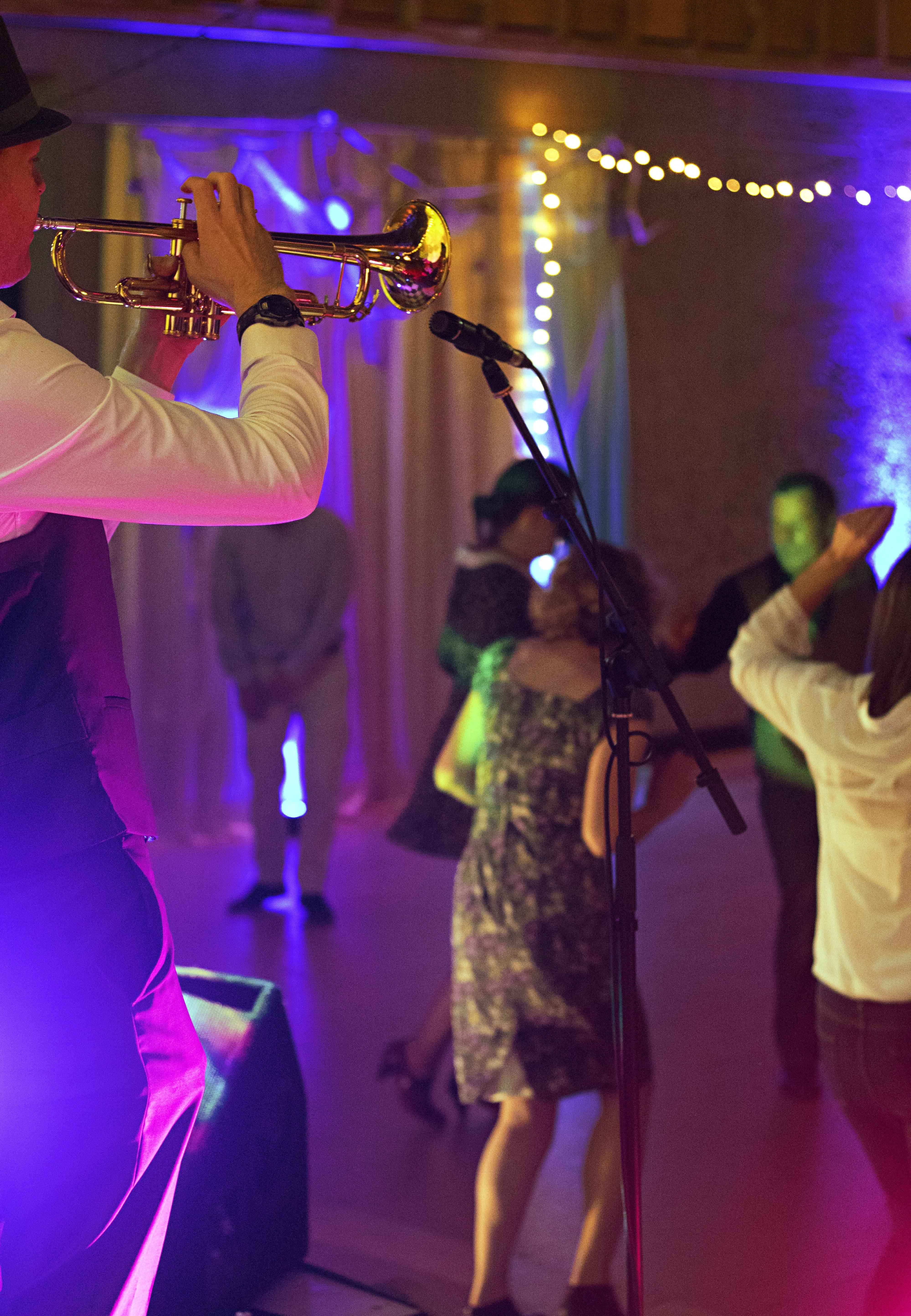 Dan the Trupetman and Dancing Guests