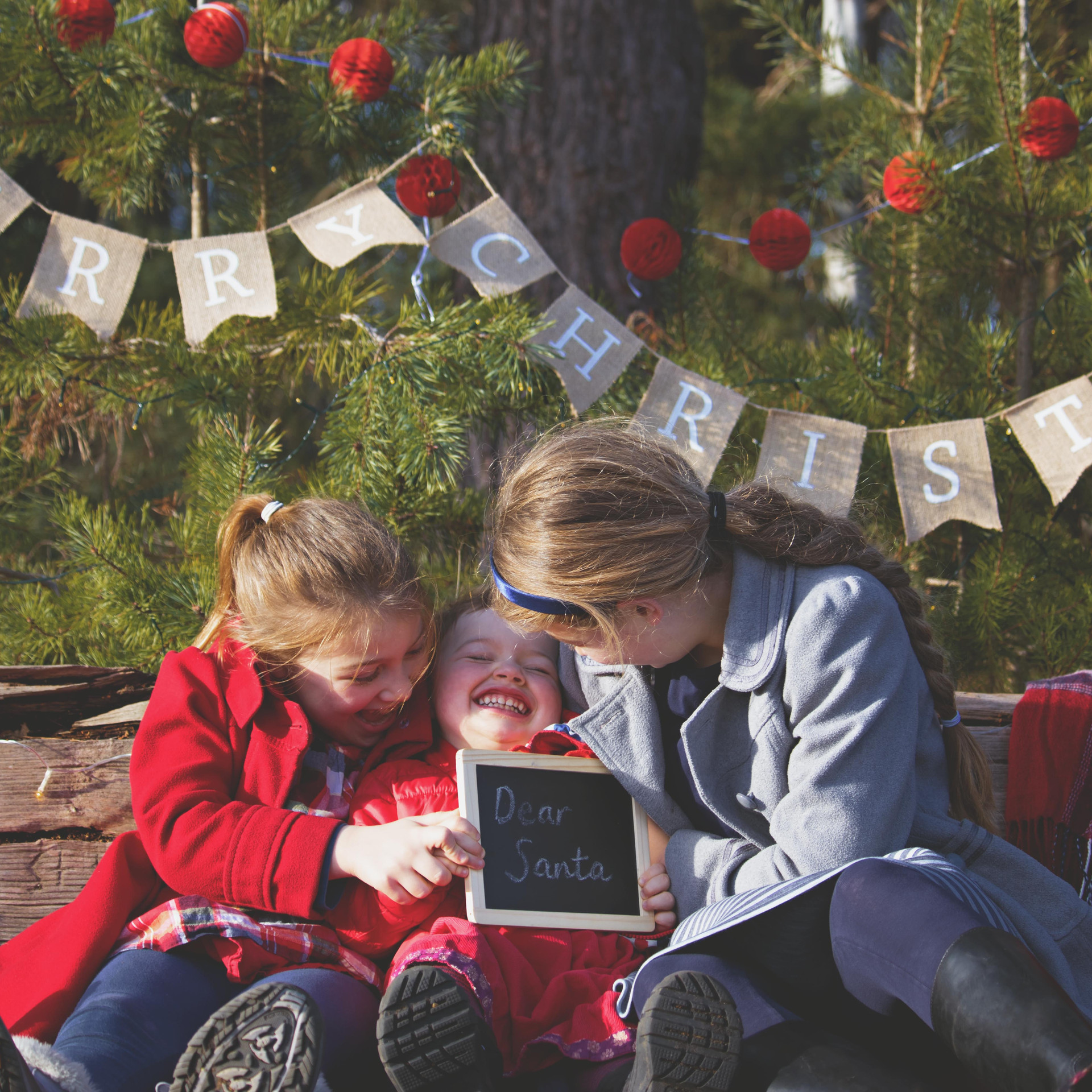 Fun & Relaxed Family Photography at Christmas in Surrey