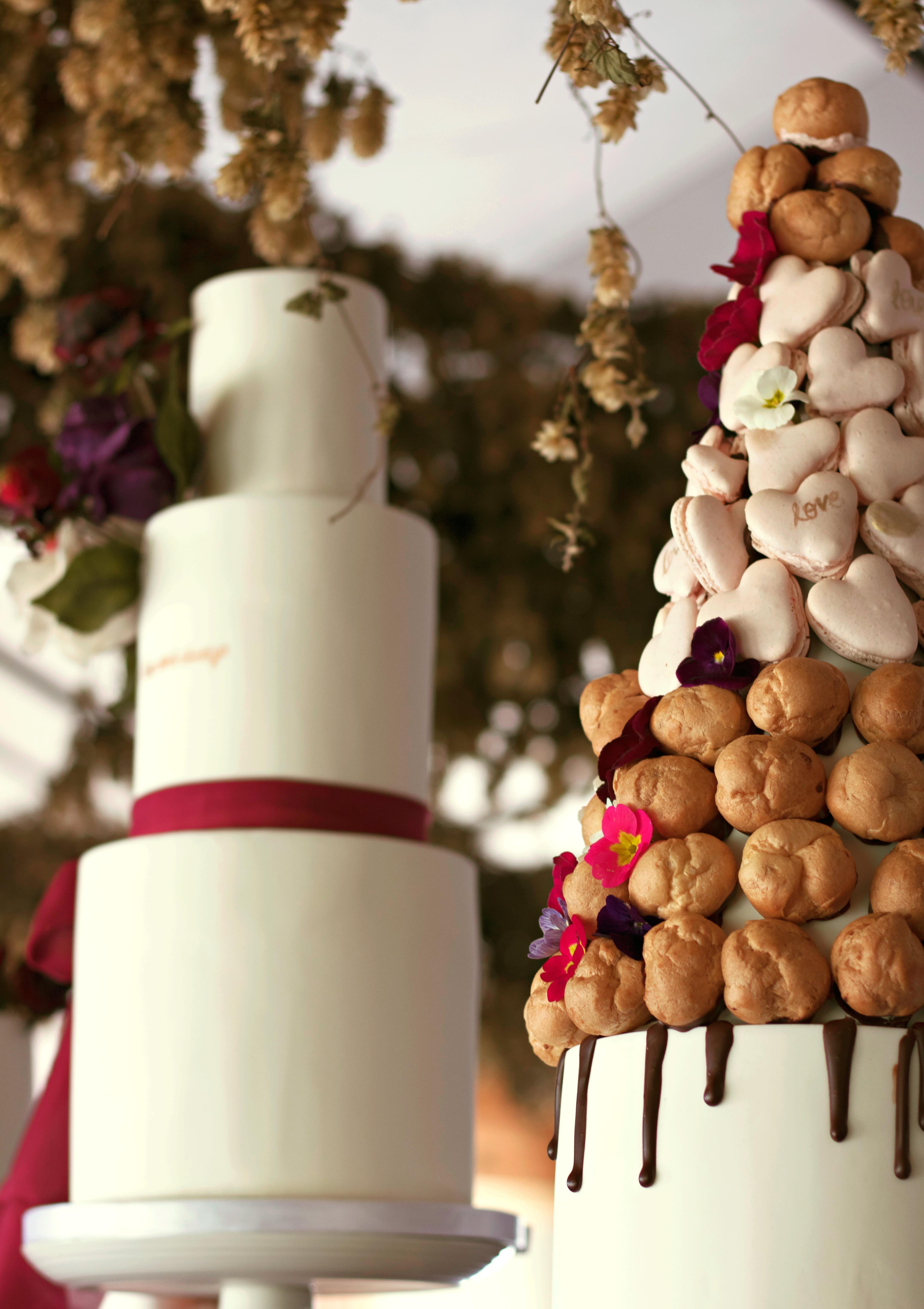 Beautiful Rustic Wedding Cake & Perfetta Rolls