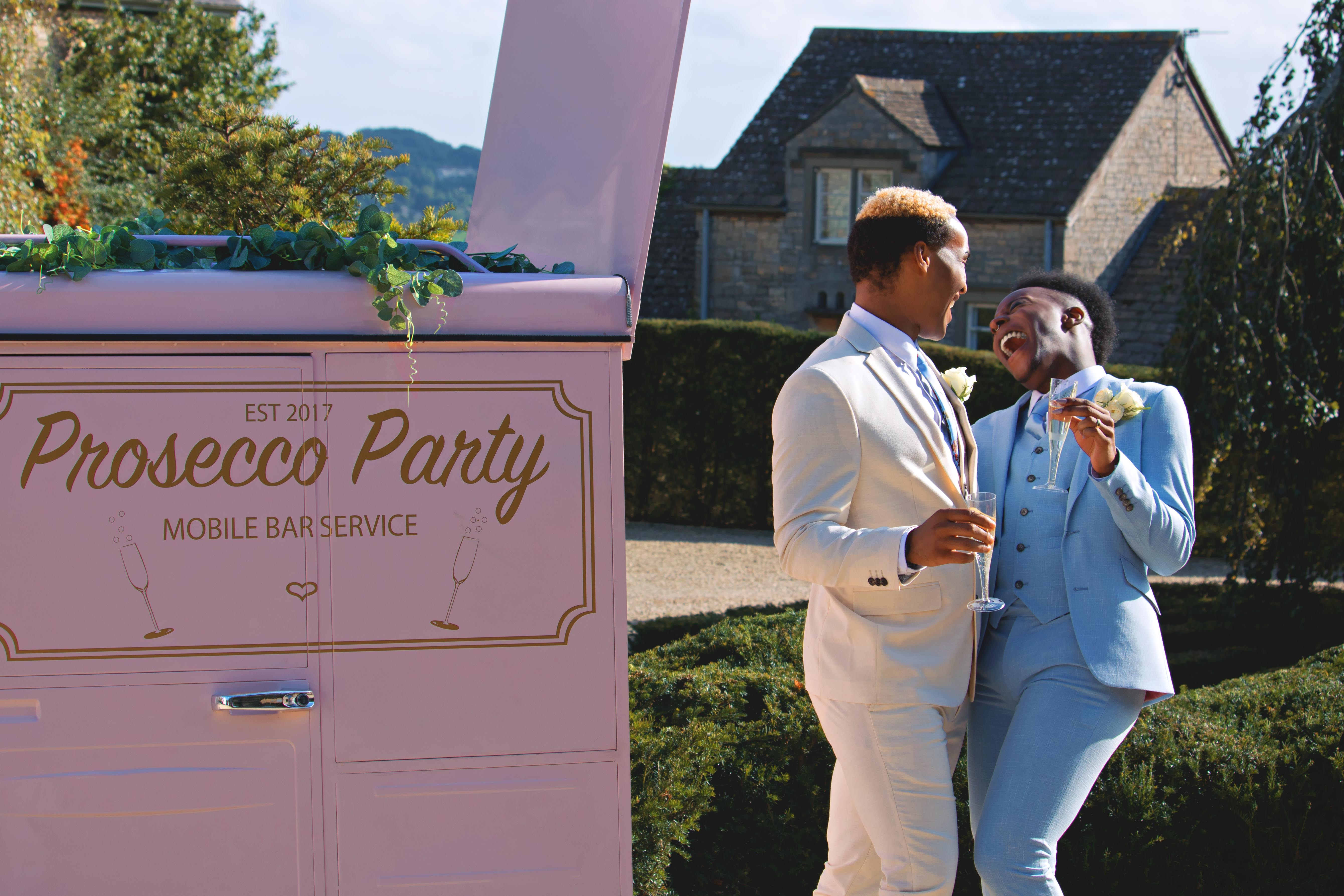 Fun Couple Portraits with Prosecco Tuk-Tuk