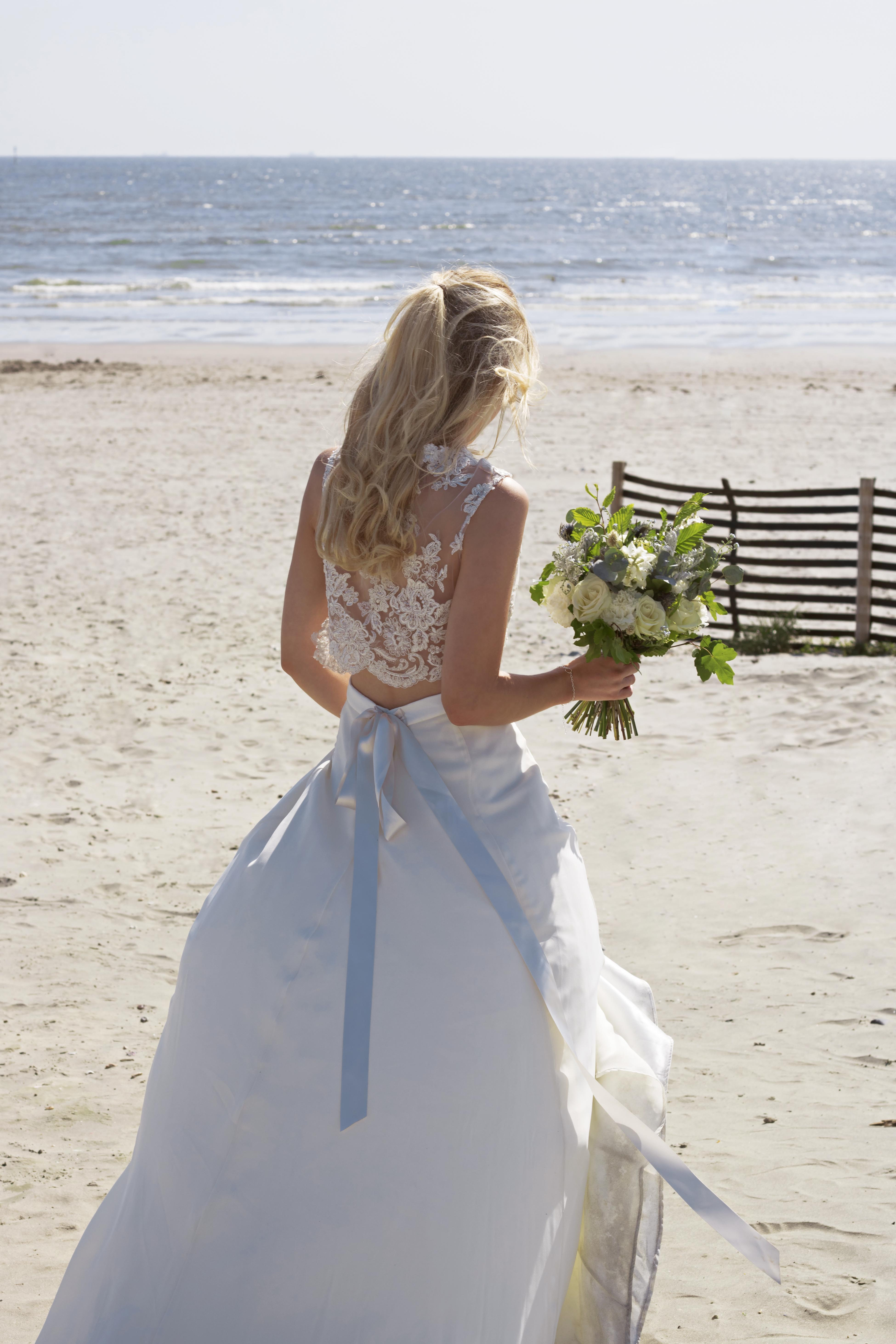 Relaxed Bridal Shots at the Beach