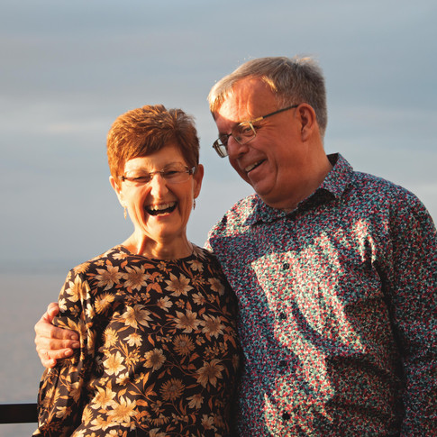 Golden Hour Family Portraits by the Sea